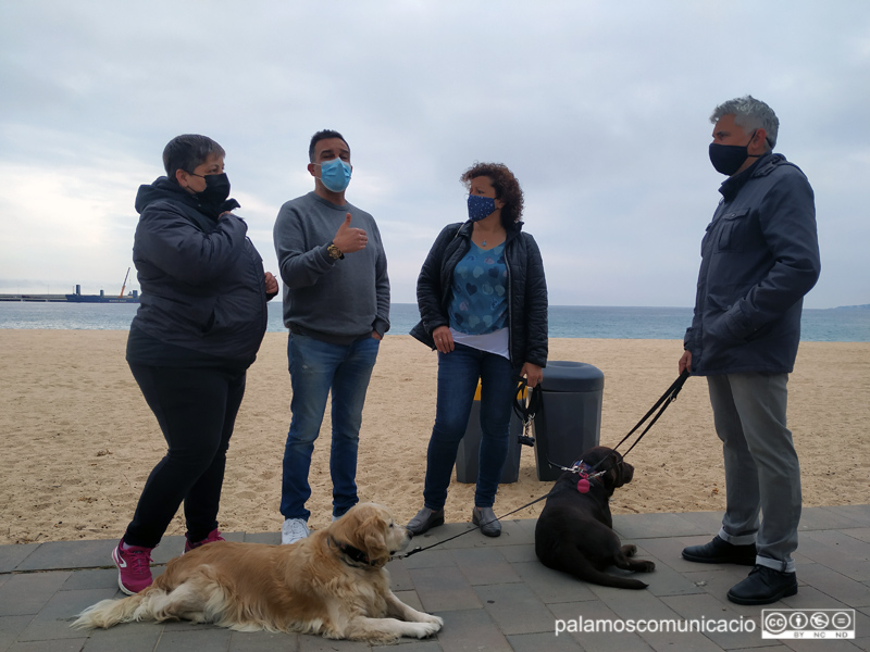 Membres de l'associació Pets Friendly Costa Brava, per promoure Palamós com a municipi receptor de turisme de mascotes.