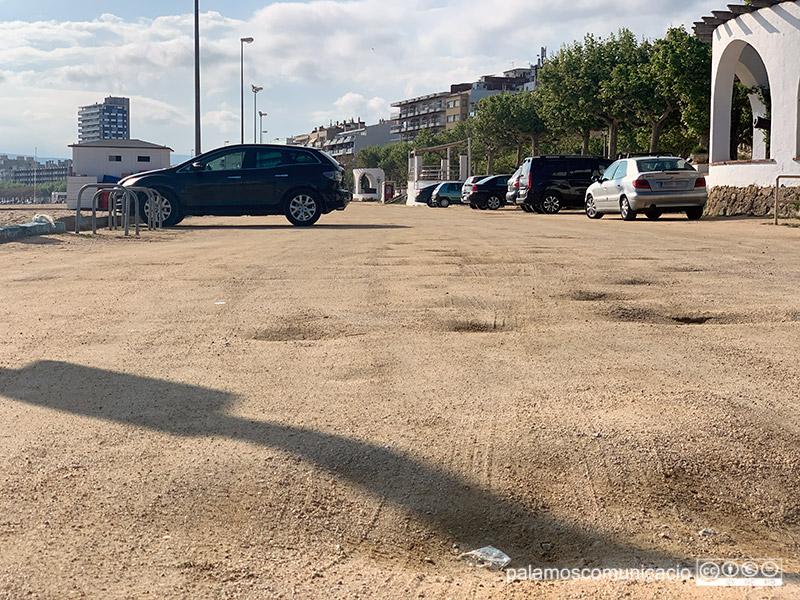 L'aparcament de la platja Gran, ahir a la tarda.