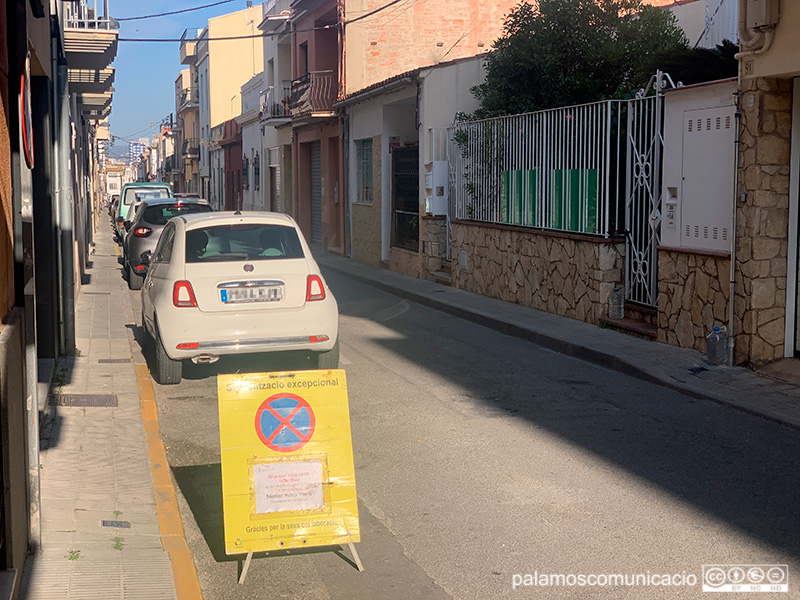 Senyalització al carrer de Josep Fàbrega i Pou amb motiu del