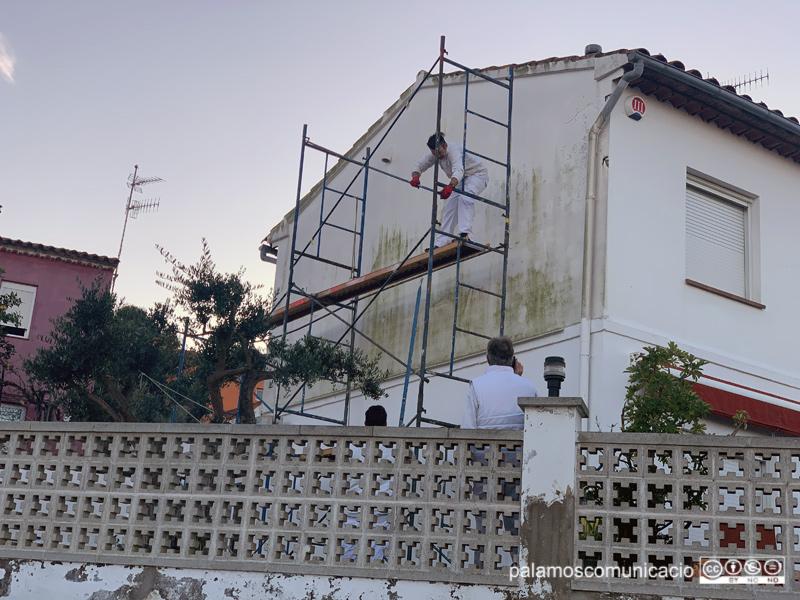 Rehabilitació d'una façana en una casa de Palamós.