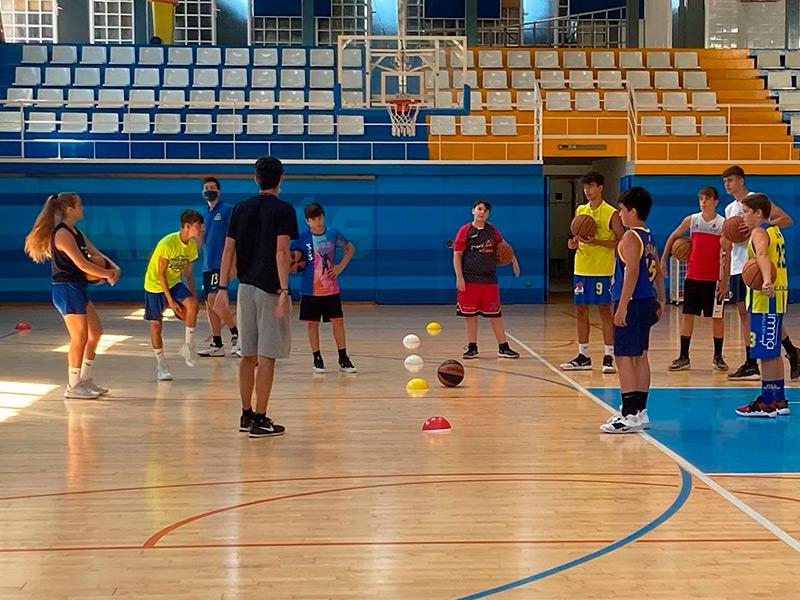 Imatge d'arxiu del campus d'estiu del Club Esportiu Palamós, al Pavelló Municipal de Palamós. (Foto: CE Palamós).