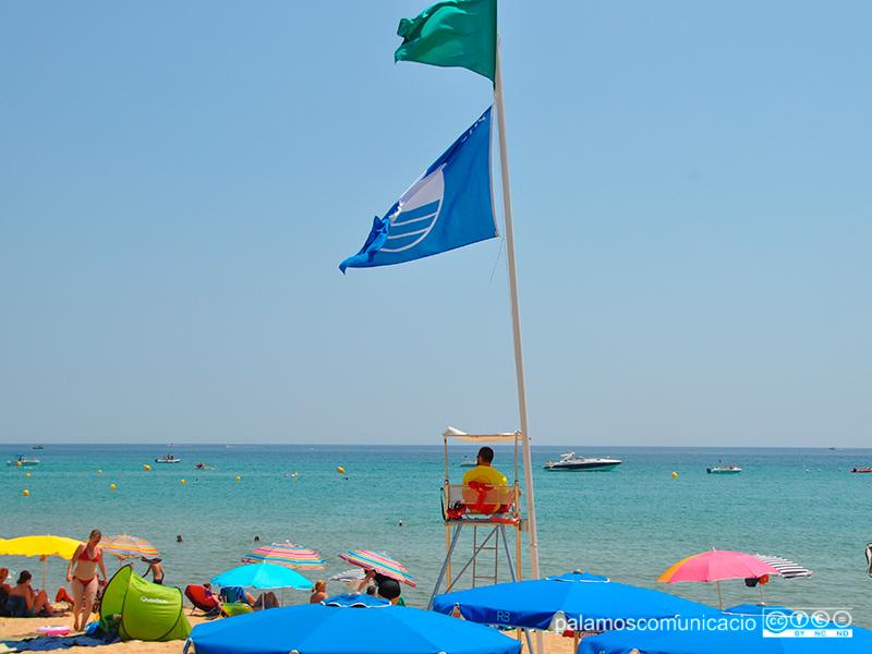 La platja de La Fosca rep un any més el distintiu de Bandera Blava.