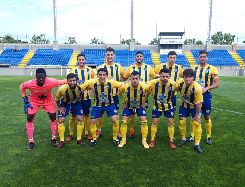 L'onze inicial del Palamós CF davant el Lloret. (Foto: Palamós CF)