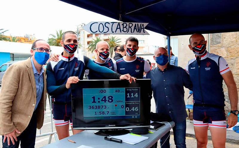 L'alcalde de Palamós va certificar el nou rècord mundial de l'equip d'OceanCats. (Foto: Ajuntament de Palamós).