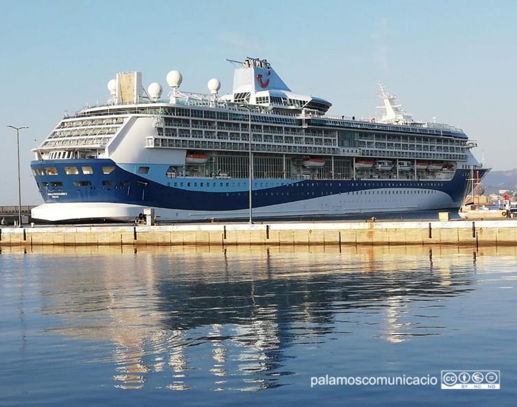 El Marella Discovery 2 amarrat aquest matí al port de Palamós.
