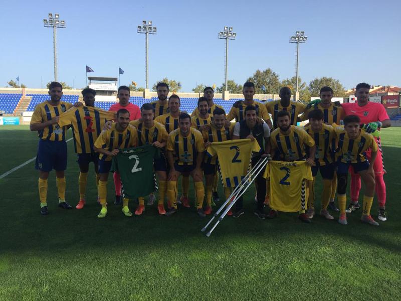 Els jugadors del Palamós CF just abans de començar el partit (Foto: Ramon Ribas)