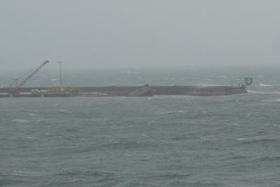 Vista del moll nou, el dia que es va tombar el calaix