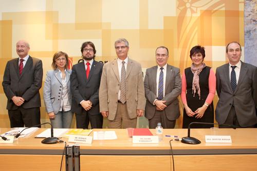 Els representants de les diferents institucions que han firmat avui el conveni. (Foto: Miquel Millán).
