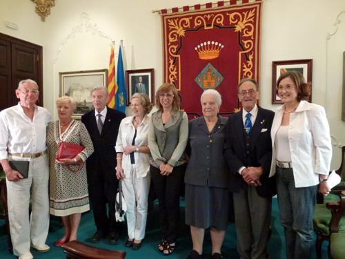 Els homenatjats amb l'alcaldessa Ferrés i la regidora Artigas.