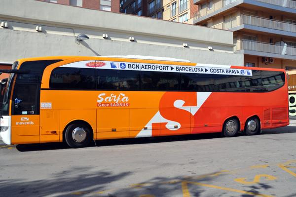 El bus de Sarfa que fa el trajecte amb l'aeroport.