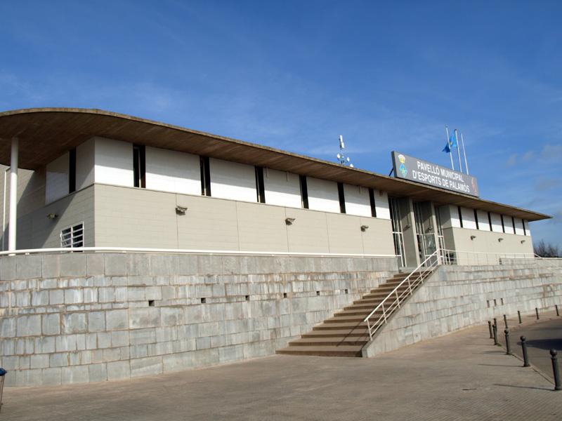 El Pavelló Municipal, una de les instal·lacions on es promou l'eficiència energètica. (Foto: Ràdio Palamós).