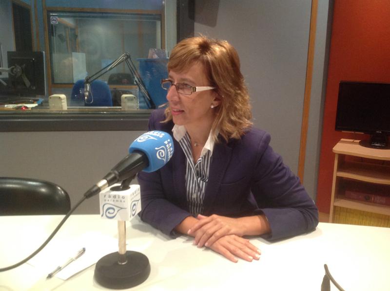 L'alcaldessa de Palamós, Teresa Ferrés, entrevistada ahir a l'espai 'Preguntes'. (Foto: Ràdio Palamós).