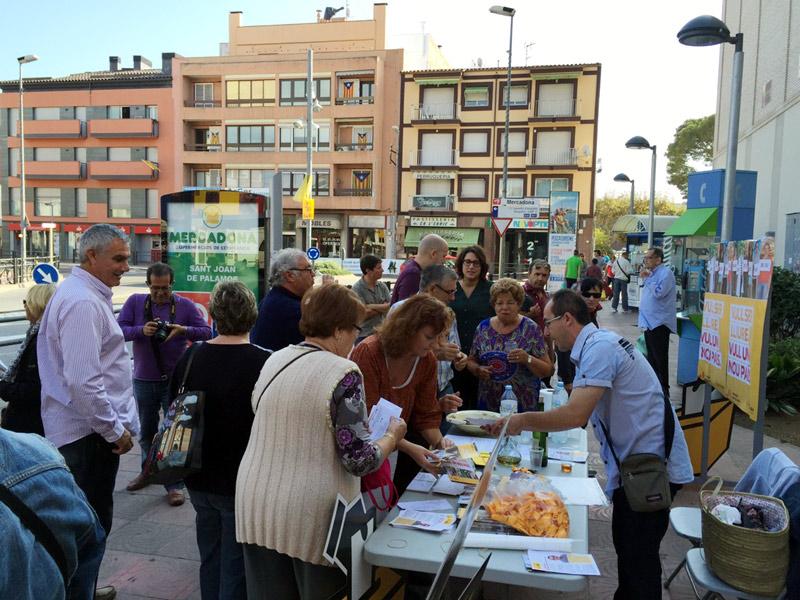 ERC va organitzar aquest dissabte una castanyada al carrer per donar suport al 9N. (Foto: ERC Palamós i Sant Joan)