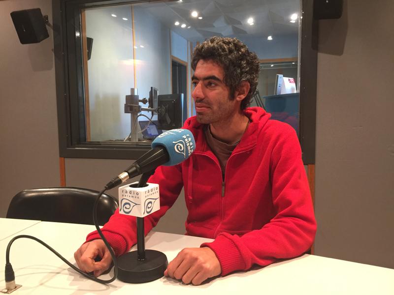 El regidor de la CUP, Joan Bohigas, ahir als estudis de Ràdio Palamós.