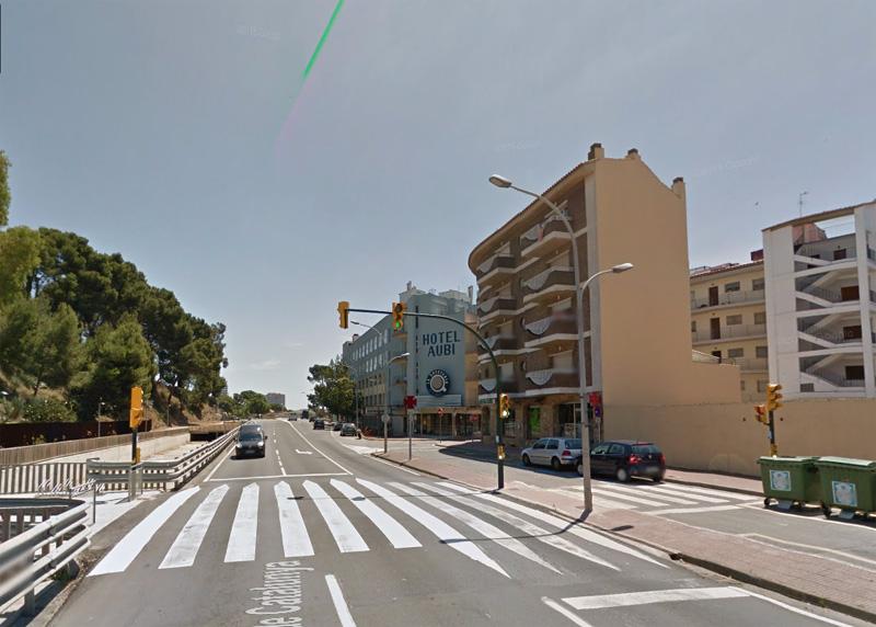 Està previst que s'emplaci un d'aquests dispositius a l'avinguda de Catalunya, al costat de l'hotel Aubi. (Foto: Google Maps.)