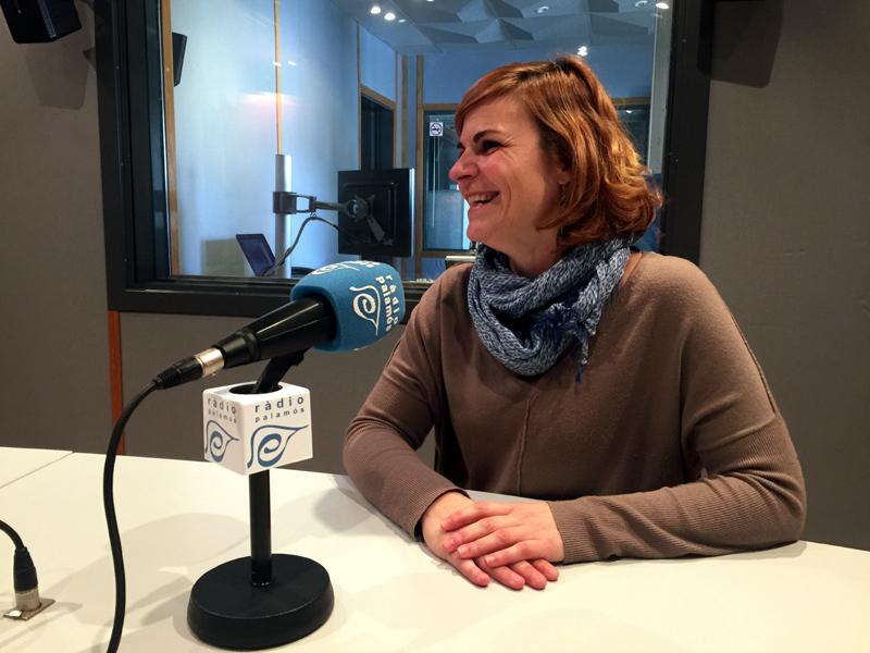 Bàrbara Hallé, als estudis de Ràdio Palamós.