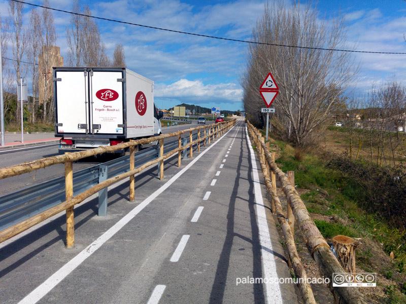 Aspecte del darrer tram de carril bici que s'ha construït a Palamós.