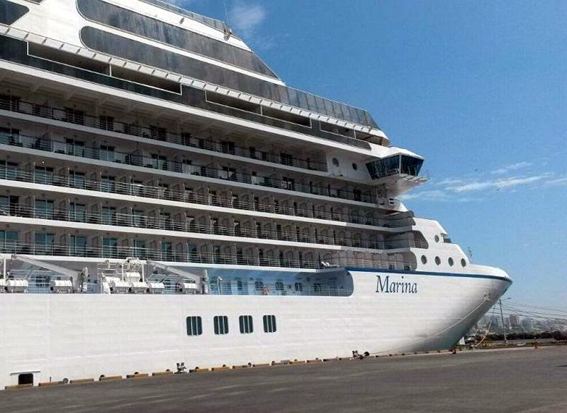 El creuer Marina, que venia del port francès de Toló, ha cancel·lat l'escala per mal temps. (Foto: Portal Portuario).