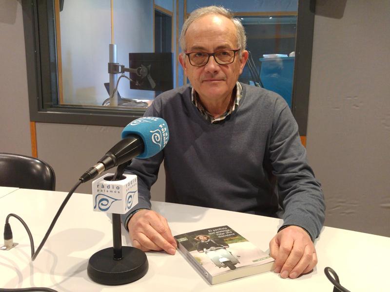 Joan Gasull ha visitat Ràdio Palamós per presentar la seva primera novel·la.