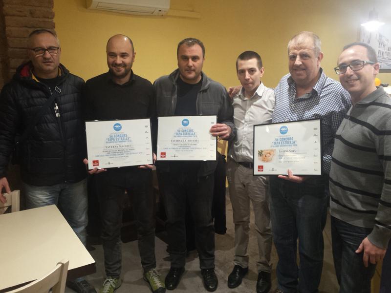 Entrega dels diplomes a les tavernes guanyadora i finalistes del concurs 'Tapa Estrella'. (Foto: Ajuntament de Palamós).