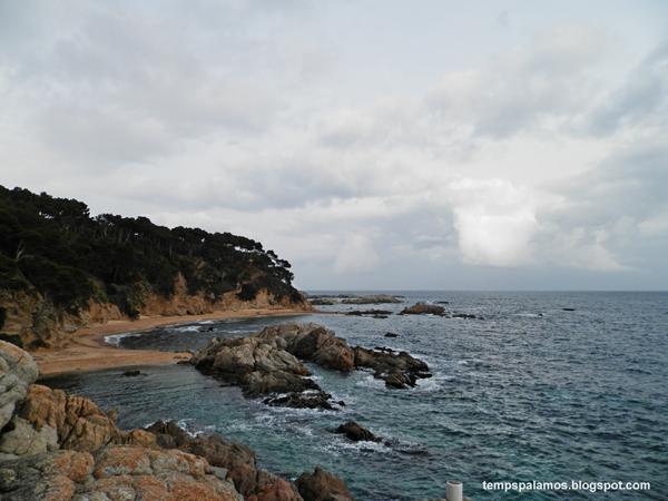 Cel ennuvolat, el passat dissabte a Cala Estreta. (Foto: tempspalamos.blogspot.com).
