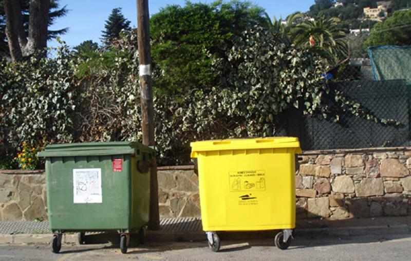 Contenidors de recollida de residus a Calonge.
