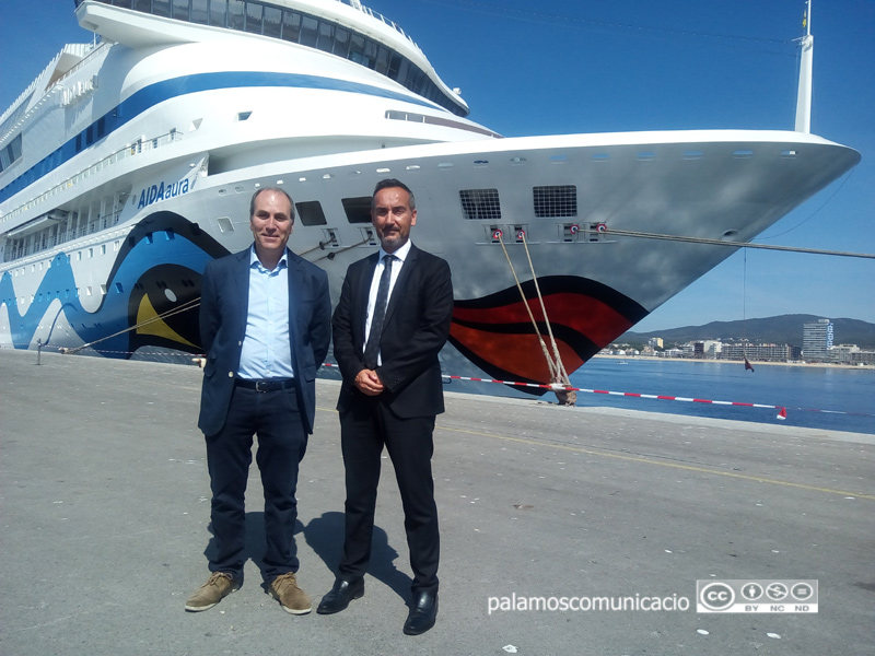 Xavier Ribera, president de la Cambra de Comerç, i Joan Pere Gómez, president de Ports, ahir a Palamós.
