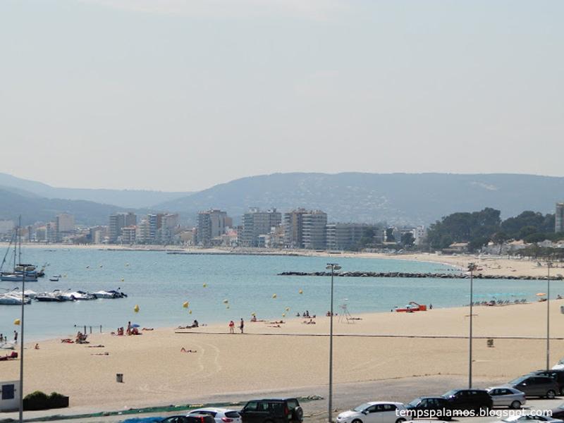 Ambient calorós i calitja, amb gent parant el sol a la platja Gran de Palamós, el passat divendres. (Foto: tempspalamos.blogspot.com).