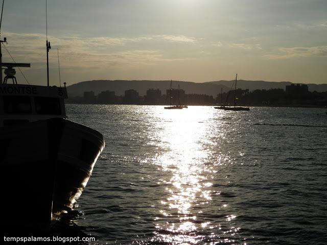 Posta de sol amb calitja, dissabte a Palamós. (Foto: J. Fernández. tempspalamos.blogspot.com)