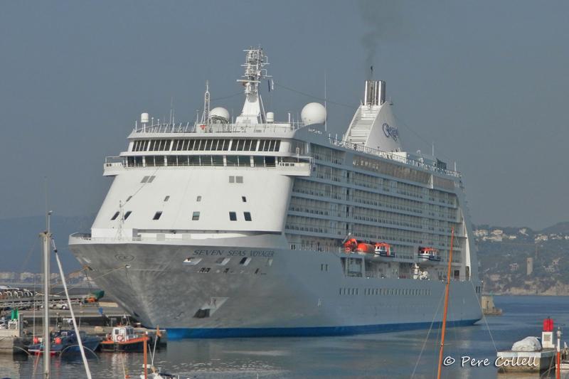 El Seven Seas Voyager, al port de Palamós.