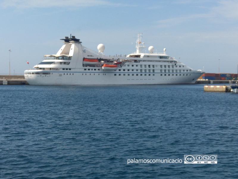 L'Star Breeze, al port de Palamós.