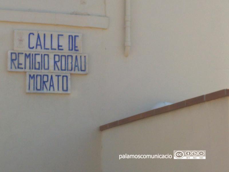 El carrer porta el nom d'un ex-combatent del bàndol franquista que va pertànyer a la Falange Española Tradicionalista y de las JONS.