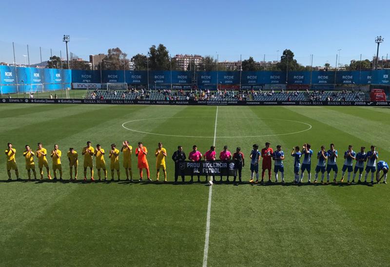 Onze inicial del Palamós CF i l'Espanyol minuts abans del partit (Foto: Joan Pau Pérez)