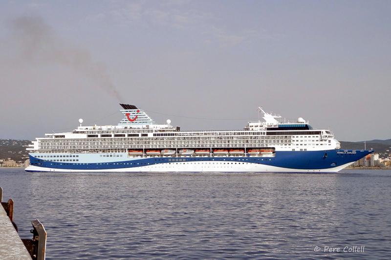 El creuer Marella Explorer fa escala a Palamós. (Foto: Pere Collell).