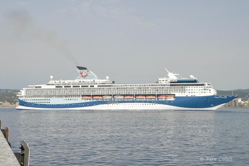 El creuer Marella Explorer. (Foto: Pere Collell).