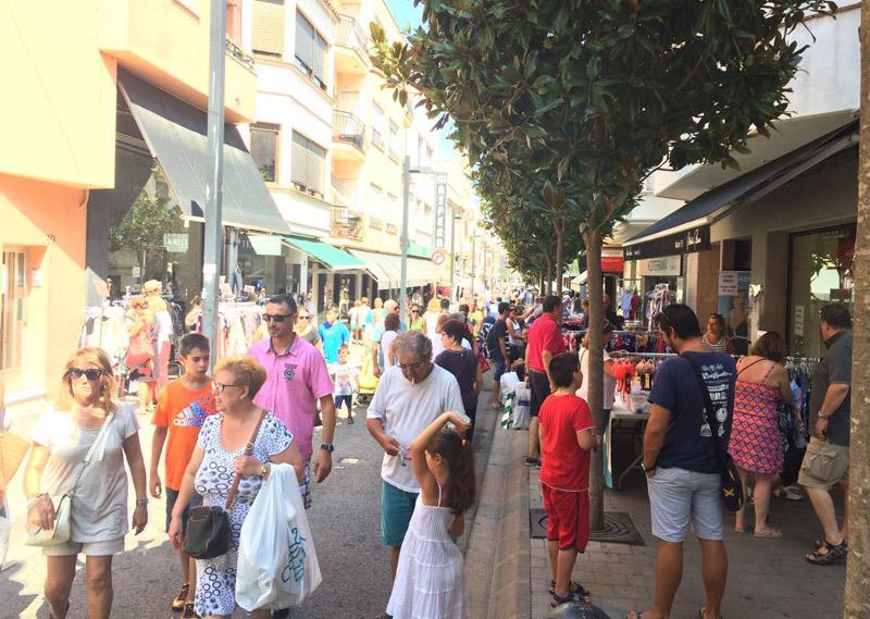Botiga al carrer a Palamós, en una imatge d'arxiu. (Foto: Fecotur).