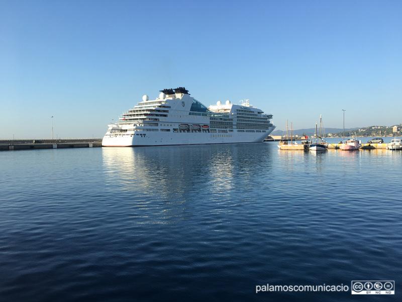 El Seabourn Encore al port de Palamós.