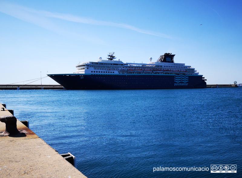 El Zenith, aquest matí al port de Palamós.