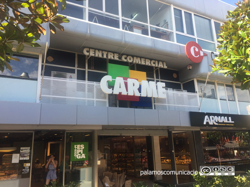 Façana de les Galeries Carme, al carrer de Dídac Garrell.