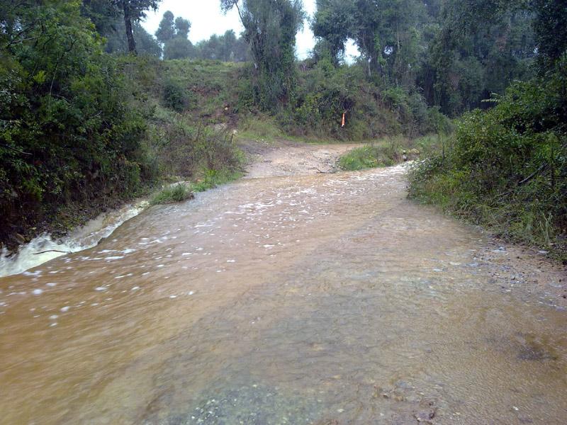 Es recomana evitar acostar-se a l'entorn de rius i rieres.
