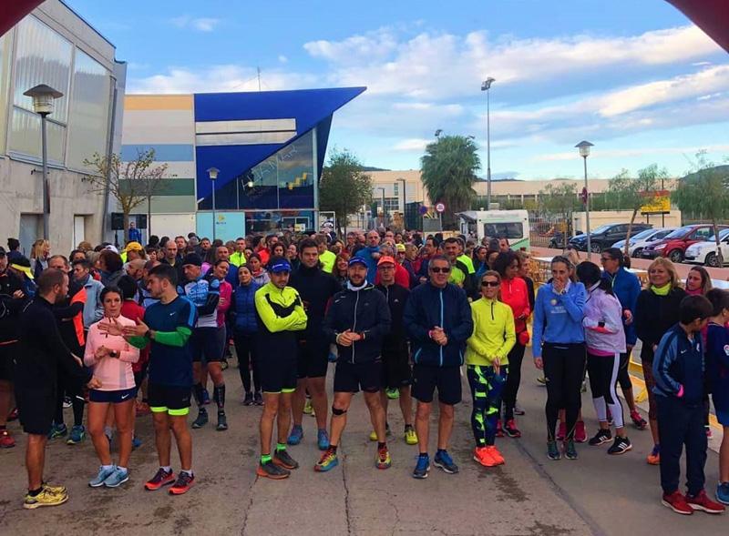 Els participants de la prova, concentrats a la zona esportiva de Sant Antoni. (Foto: Twinapp Running).