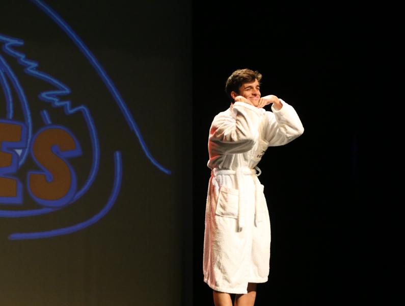 Uri Moliner, guanyador d'aquesta edició, durant la interpretació del seu monòleg. (Foto: Sandra Matavera).
