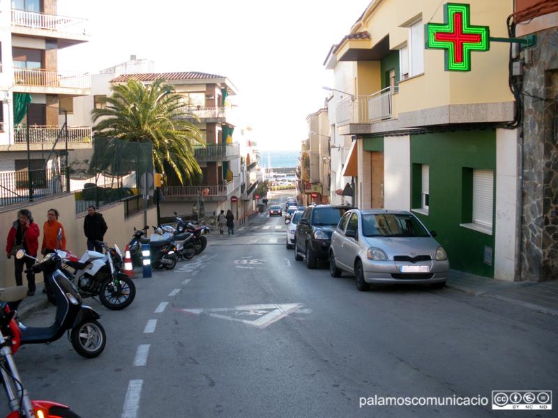 El robatori es va produir a la farmàcia que hi ha al carrer de Xaloc.