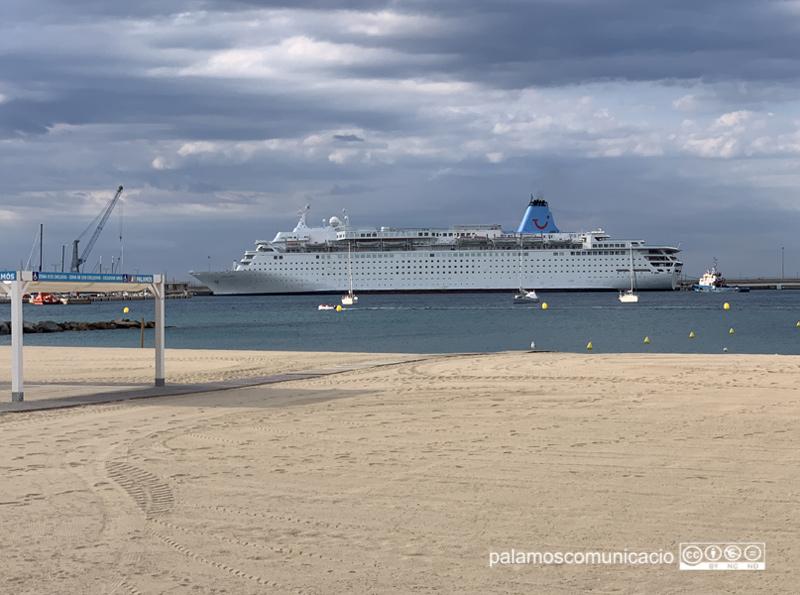 El Marella Dream amarrat aquest matí al port de Palamós.