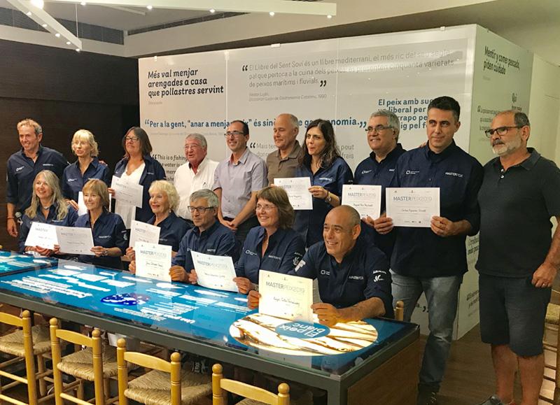 Entrega dels diplomes de la segona edició del MasterPeix, la passada setmana a l'Espai del Peix. (Foto. Ajuntament de Palamós).