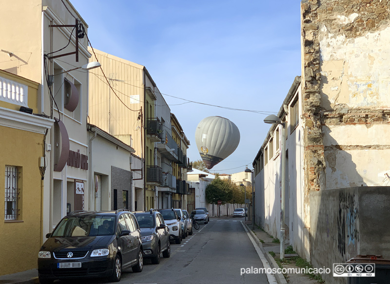 El globus de l'Institut s'ha fet ben visible, aquest matí a Palamós.
