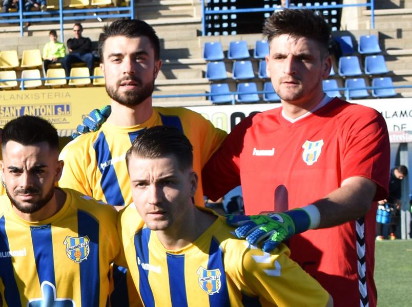 Dani Muela, a baix a la dreta, amb alguns dels seus companys del Palamós. (Foto: S. Cortés fanspalamoscf.com).