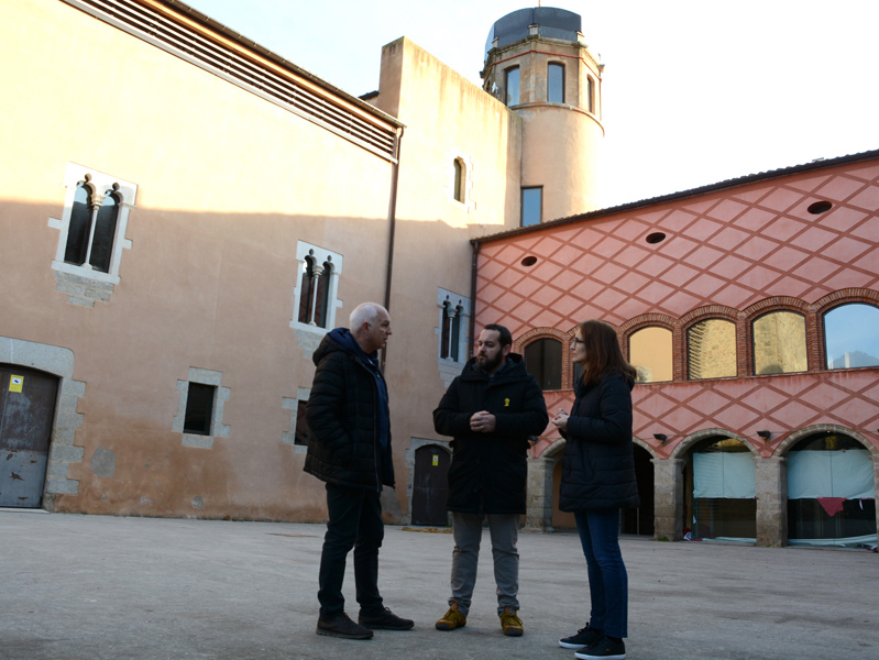 L'alcalde de Calonge, Miquel Bell-lloch, al pati d'armes del Castell. (Foto: Ajuntament de Calonge i Sant Antoni).