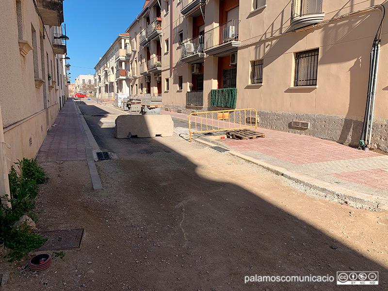 El carrer de Santa Marta, un dels més afectats pel retard de les obres de l'Eixample.