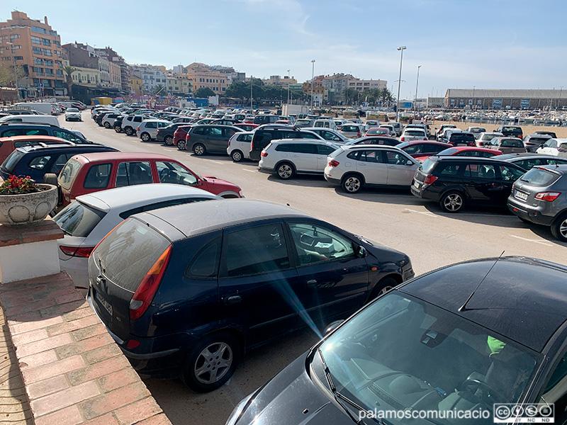L'aparcament de la platja Gran, ahir al matí.